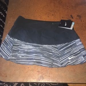Nike tennis skirt NWT size small. Super cute!